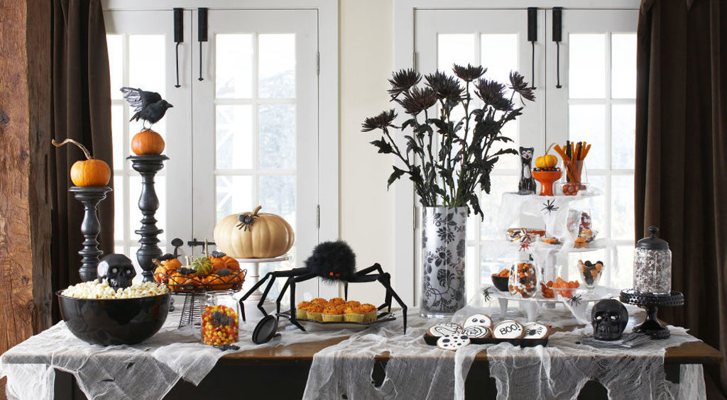 oct16_halloween_decor_table2